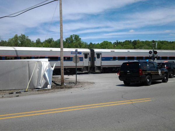 Ann-Arbor-Amtrak-collision-semi-kayaks-Foster-Bridge